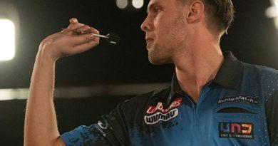 PDC-speler Mike van Duivenbode stopt tijdelijk met darten: 'Kan maanden of jaren zijn'